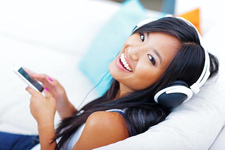 girl-listening-headphones-1